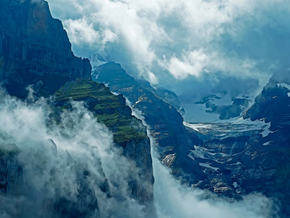 Berge oberhalb vom Oeschinensee... - Dans la région du lac d'Oeschinen...