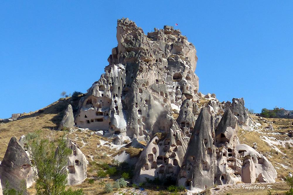 Berge - von Höhlen durchlöchert wie ein schweizer Käse