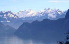 Berggipfel in der Zentralschweiz SZ/UR mit Vierwaldstättersee