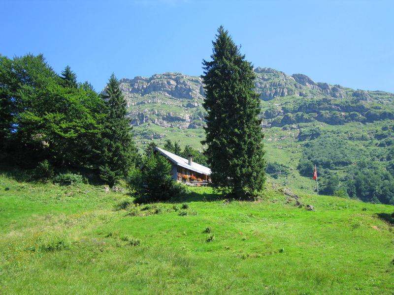 Berghütte mit dem Speer im Hintergrund