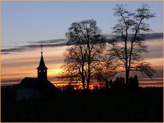 Bergkapelle im Abendrot