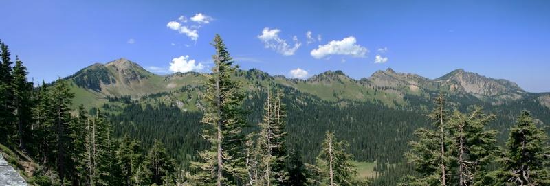 Bergkette bei Mt. Rainer (Washington)