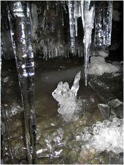 Bergkristall in Eis- Gletscherhöhle in Spitzbergen