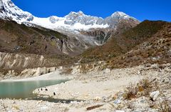 Bergpanorama am Birendra-See in der Manaslu-Region
