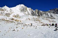 Bergpanorama am Larkya La mit dem Larkya Peak (6224 m)