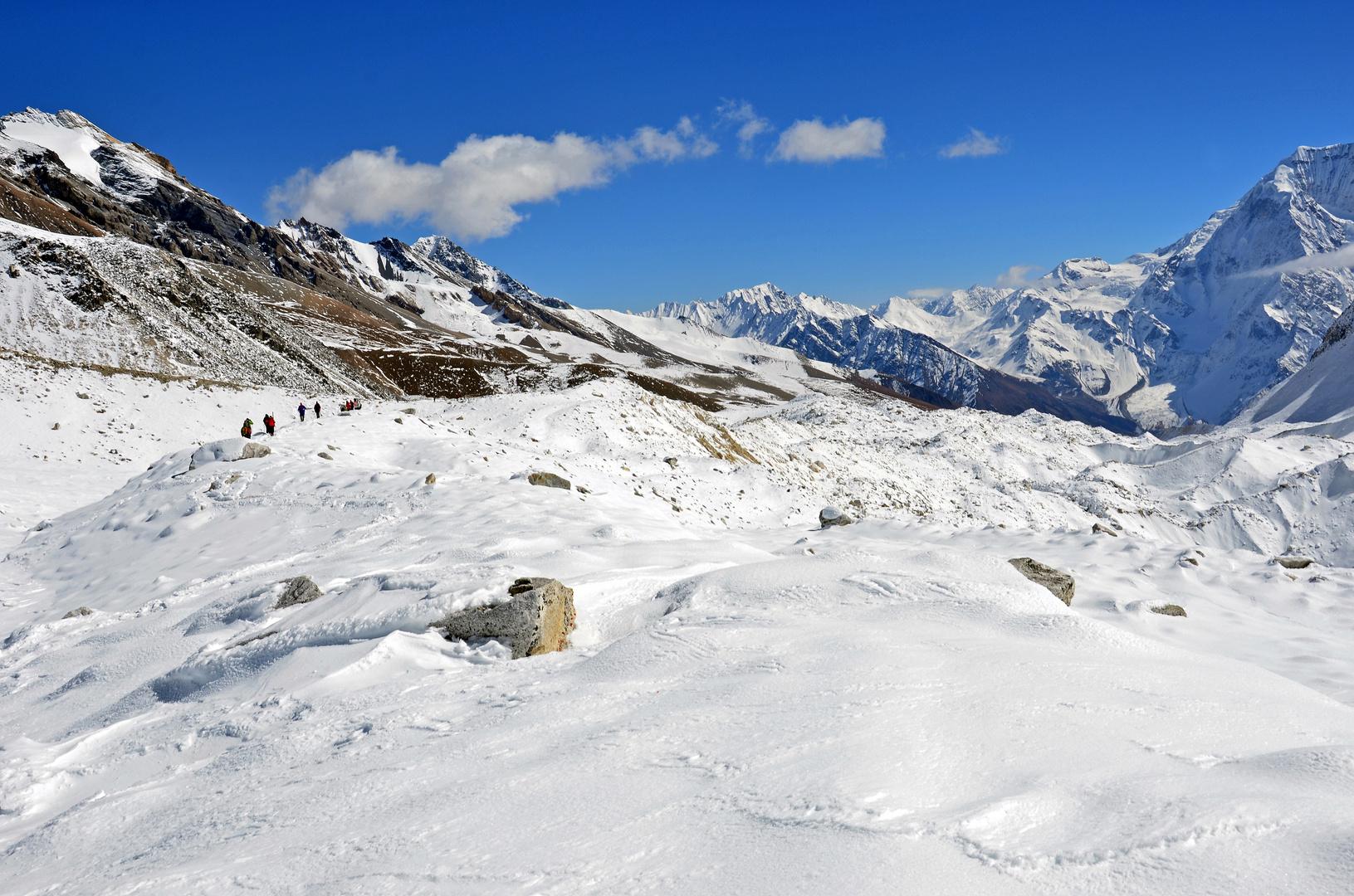 Bergpanorama vom Westgipfel des Larkya La