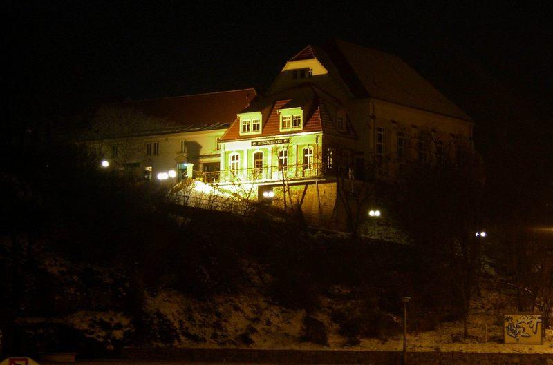 Bergschänke bei Nacht