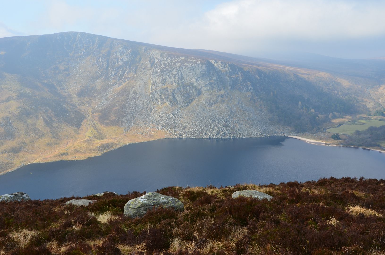 Bergsee in den Wicklow Mountains Irland