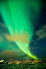 Bergsichten unter Polarlicht Feuer