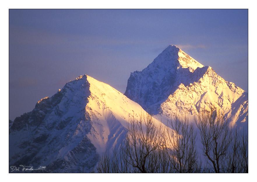 Bergspitzen im Abendlicht