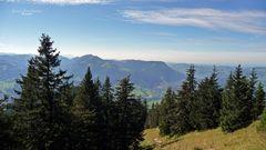 """Bergtour Grünten ""Weitblick am Rundfunkturm in Richtung Immensatdt"""