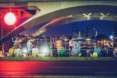 Berlin bei Nacht - Street Music auf der Oberbaumbrücke