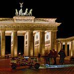 BERLIN   - Brandenburger Tor bei Nacht -