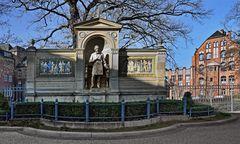 BERLIN   - Denkmal Albrecht von Graefe