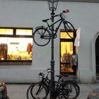 Berlin, Fahrrad mit Parken in Zweiter Reihe, Diebstahlsicherung