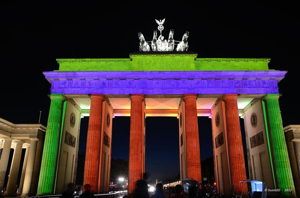 Berlin Festival of Lights 2012 - Brandenburger Tor gefärbt