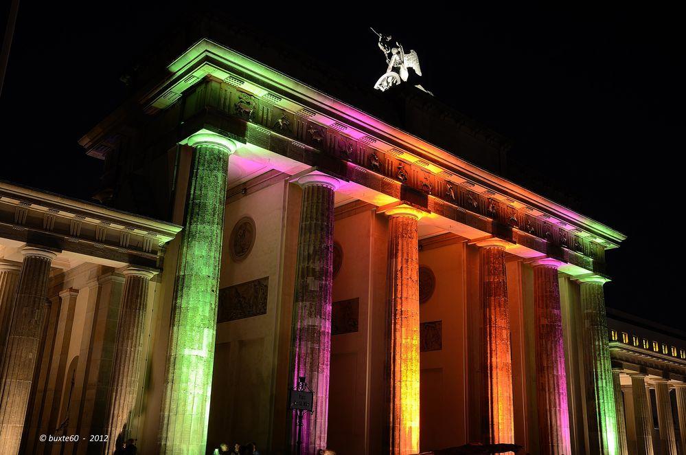 "Berlin Festival of Lights 2012 - Brandenburger Tor ""in Farbe"""