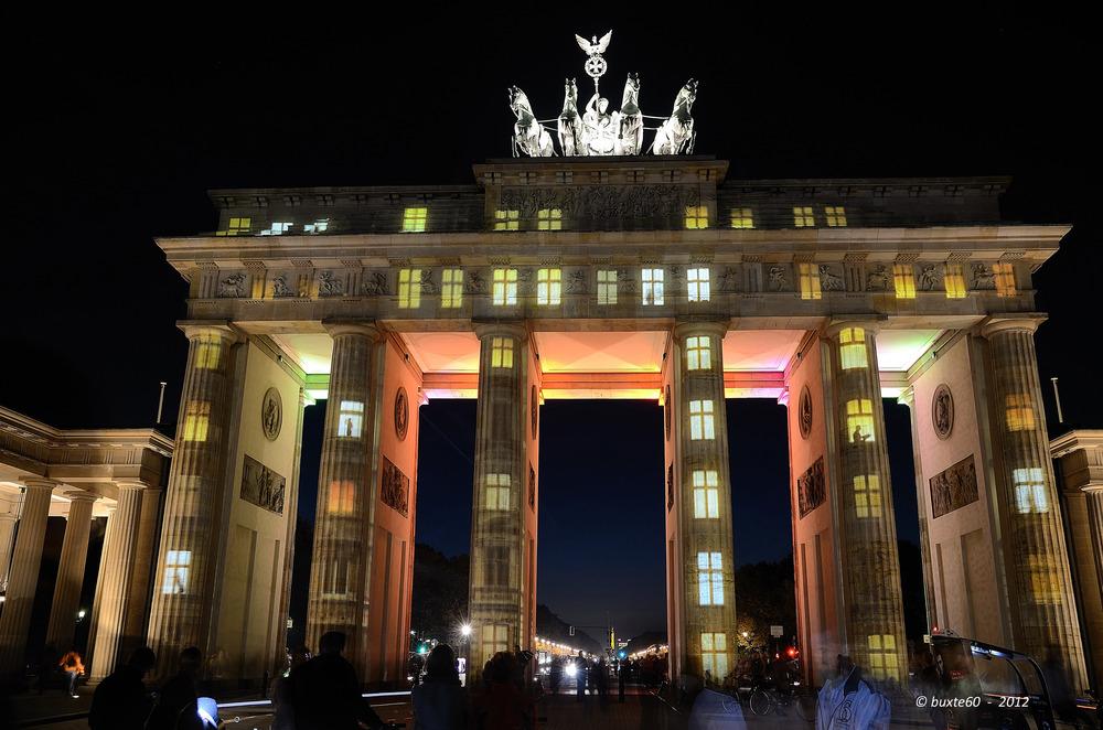 Berlin Festival of Lights 2012 - Brandenburger Tor mit Fenstern