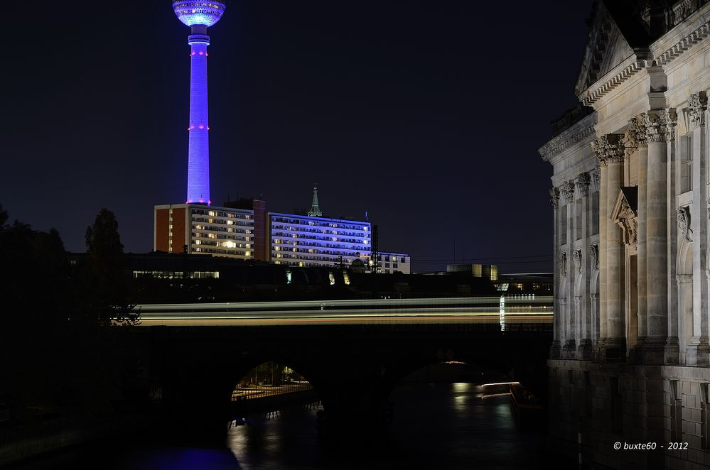 Berlin Festival of Lights 2012 - Fernsehturm mit Pergamonmuseum