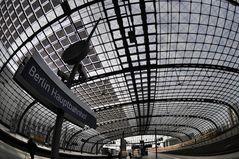 Berlin Hauptbahnhof .