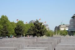Berlin: Holocaust Mahnmal, Quadriga und Kuppel vom Reichstag