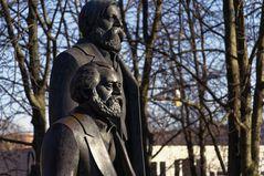 BERLIN - Karl Marx und Friedrich Engels - ein perfektes Team
