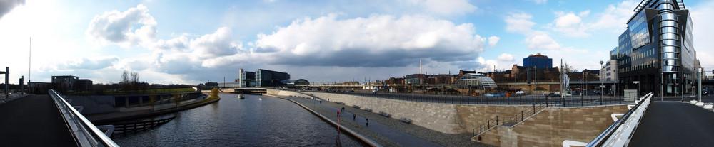 Berlin, Konrad Adenauer Strasse, auf der Brücke ;-)