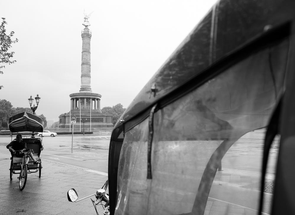 Berlin, Mai 2013: Rikschafahren an der Siegessäule.