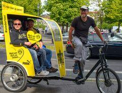 Berlin, Mai 2014: Rikscha gelb