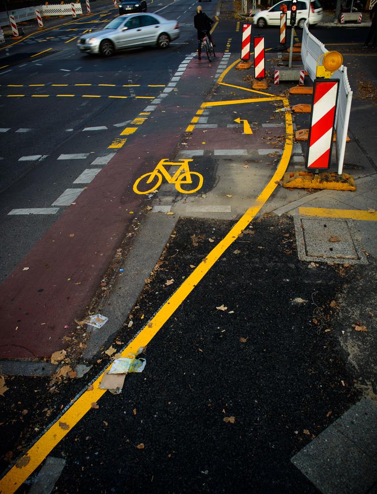 Berlin, November 2015: gelbe Markierungen