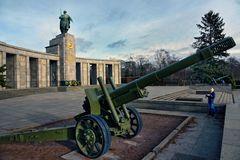 BERLIN - Sowjetisches Ehrenmal Tiergarten -