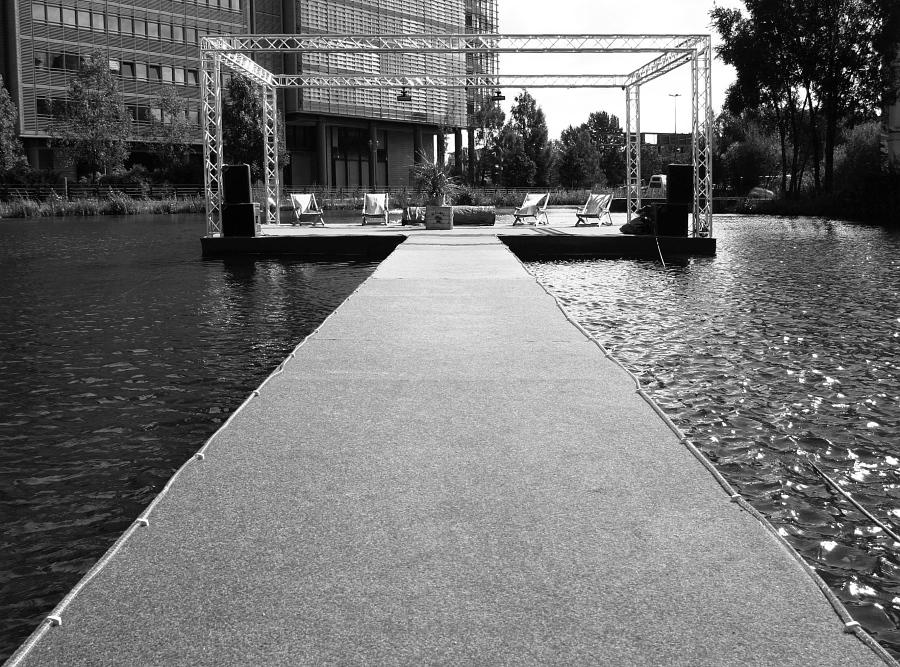 Berlin: Steg mittig