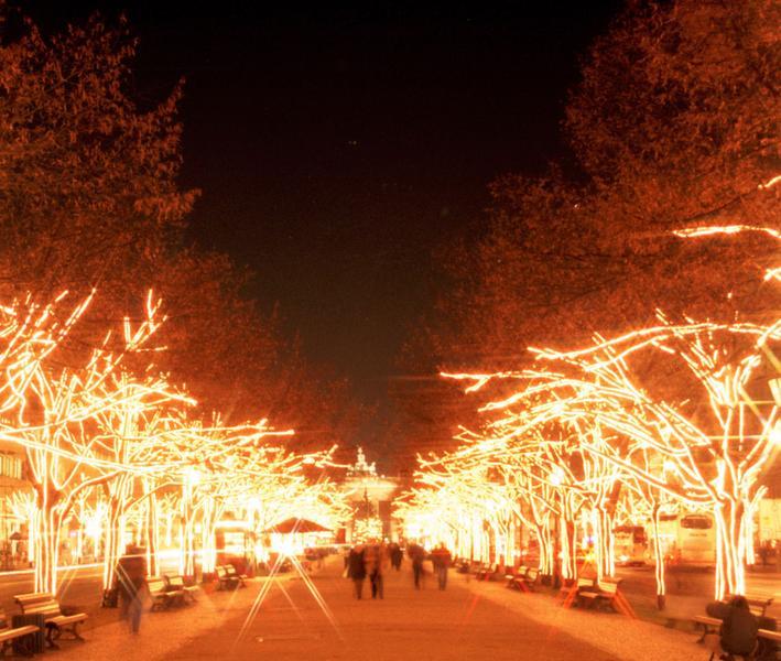 Unter Den Linden Weihnachtsbeleuchtung.Berlin Unter Den Linden In Weihnachtsbeleuchtung Foto Bild