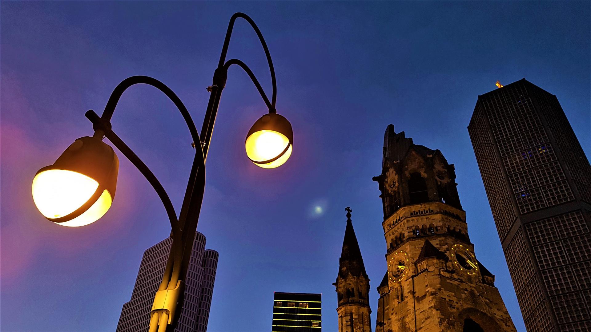 Berliner Ansicht mit verdecktem Mond