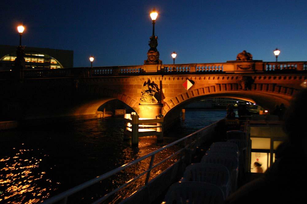 Berliner Brücke bei Nacht