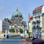 Berliner Dom aus der Ferne