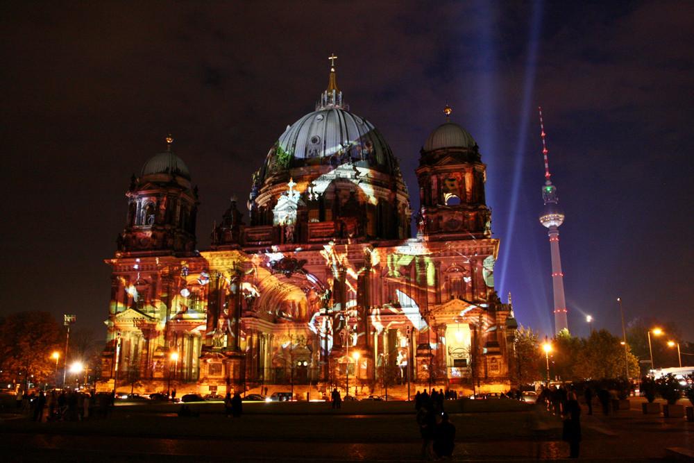 Berliner Dom im Abendkleid