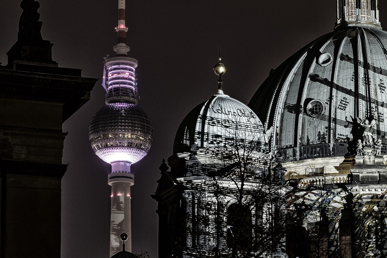"""Berliner Dom im Rahmen des """"Festival of Lights"""" Berlin 2013"""
