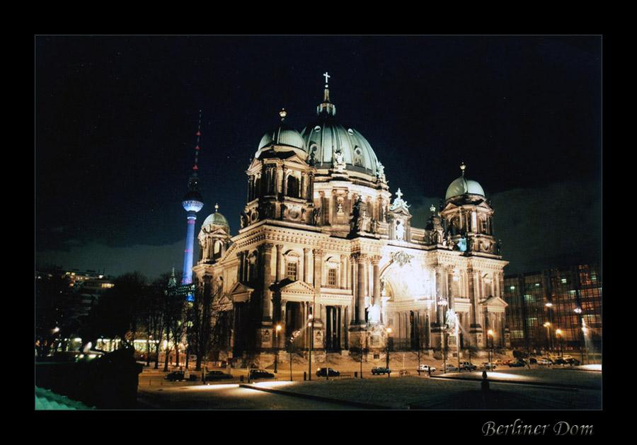 Berliner Dom in einer eisigen Februarnacht