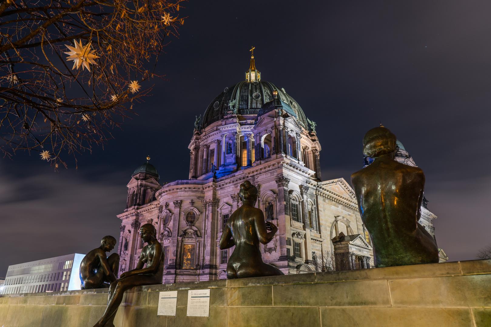 Berliner Dom mit Skulpturen