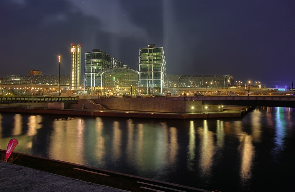 Berliner Hauptbahnhof bei Nacht