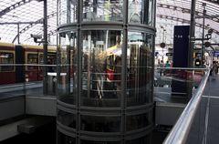 Berliner Hauptbahnhof Spiegelung