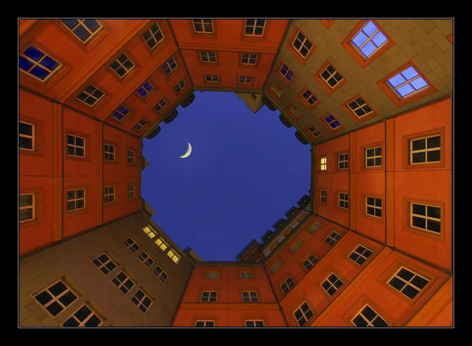 Berliner Hinterhof - At Night