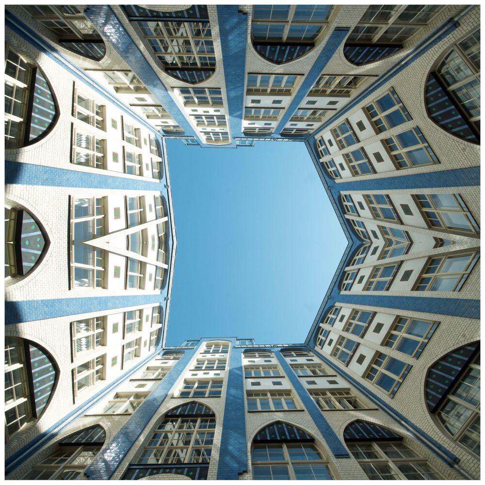 - Berliner Hinterhofkunst -