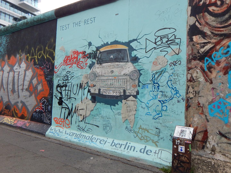 Berliner Mauer - Duchbruch des Trabi