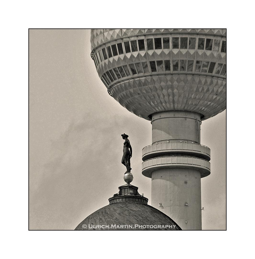 ... Berliner Turm-Wächter ... Von irgendwo, dank Extrem-Tele eingefangen ...