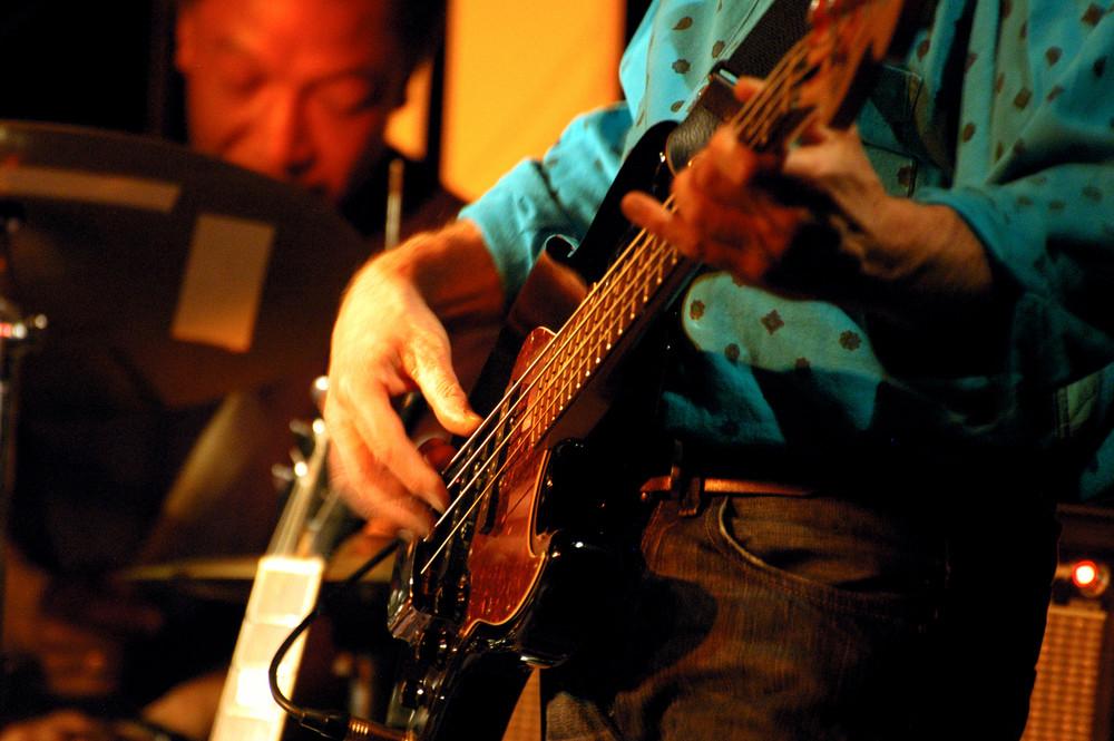 Bernard,bassiste de Phill Defer's Blues Band au Satin Doll