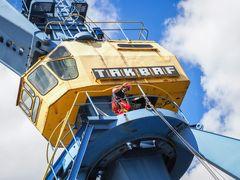 Berufsfeuerwehr trainiert Höhenrettung im Rostocker Stadthafen