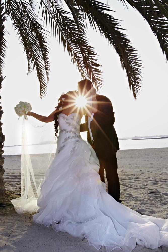 beso de la boda en la playa