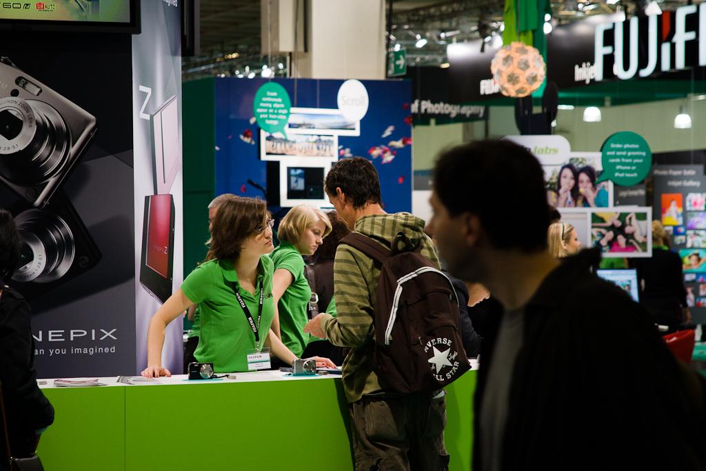 Besucher und Aussteller auf der Photokina '08
